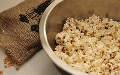 Learn how to make coconut oil popcorn - a healthy, guiltless snack! Homemade Popcorn, Popcorn Recipes, Milk Recipes, Snack Recipes, Snacks, Cooking With Coconut Oil, Coconut Oil Uses, Coconut Oil Popcorn, Homemade Chocolate Bark