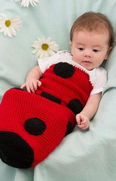 Baby cocoon costumes are great way to keep them warm. and of course they're just the most adorable thing ever! Here are 10 free crochet cocoon patterns! Crochet Bebe, Crochet For Kids, Free Crochet, Crochet Ladybug, Crochet Crowd, Easy Crochet, Crochet Baby Cocoon Pattern, Baby Blanket Crochet, Baby Patterns