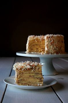 Coconut crepe cake with whipped cream frosting Churros, Crepes, Crêpe Recipe, Mexican Breakfast Recipes, Whipped Cream Frosting, Waffle Recipes, Pancake Recipes, Crepe Cake, Coconut Macaroons