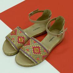 Se encante pelo charme dos bordados.  Ref. T0741  #summer #tanarasummer #shoesfirst