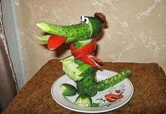 Крокодил гена из огурчика )))