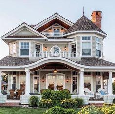 Dream House Exterior, Dream House Plans, Dream House Images, Victorian Homes Exterior, House Exteriors, Dream Home Design, Modern House Design, Casas The Sims 4, Luxury Homes Dream Houses