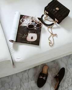 Discovered by 𝑣𝑎𝑛𝑦𝑎. Find images and videos about fashion, style and hair on We Heart It - the app to get lost in what you love. Flat Lay Photography, Jewelry Photography, Classy Aesthetic, Estilo Blogger, Vogue, Flatlay Styling, Looks Vintage, Dior, Fashion Outfits