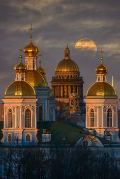 Important People In History, Travel Around The World, Around The Worlds, Russian Architecture, St Petersburg Russia, Cathedral Church, Beautiful Places To Travel, City Landscape, Architectural Features