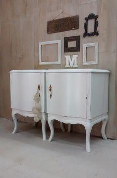 Mesa ratona hierro y madera Mesas de Luz Luis XV Espejo francésen blanco decapado. Mesas de Luz Luis XV ...