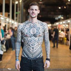 Motifs géométriques : Tatouages : 20 portraits qui vont vous inspirer - Linternaute.com Homme