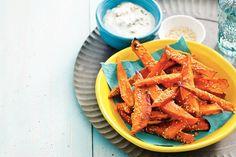 Oranje snack: zoete aardappelfrieten met blue-cheesedip - Recept - Allerhande