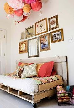 Shabby Chic Day Bed~pallets & an old door