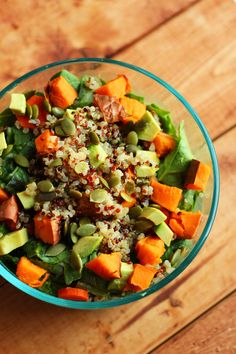 garden-of-vegan:  Baked sweet potato & quinoa salad: spinach + romaine, roasted garlic hummus, sliced carrots, chopped baked sweet potato, tri-colour quinoa (cooked in vegetable broth), avocado and pumpkin seeds.