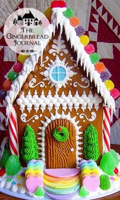 Darling traditional gingerbread house idea
