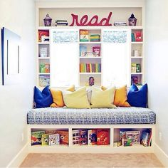 Very inviting for children who could lounge around on the seat. No books on the side walls so you can lean against them. What's with white everywhere - pick out a pale lemon of lime green to finish it off in style.