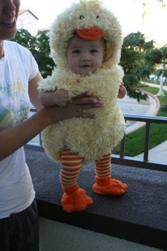 duckling Halloween costume- and super cute baby! Little Doll, Little Babies, Cute Babies, Halloween Bebes, Costume Halloween, Halloween Costumes For Babies, Baby Kostüm, Baby Kind, Little People
