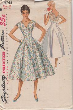USINE plié robe simplicité 4743 taille 16 buste 34 taille des années 1950 pour jeune femme 28