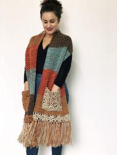 Crochet Shawls And Wraps, Crochet Scarves, Crochet Clothes, Crochet Wrap Pattern, Knit Patterns, Cardigan Au Crochet, Knit Crochet, Crotchet, Mode Crochet