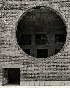 Louis Kahn, Cemal Emden · Indian Institute of Management Ahmedabad Louis Kahn, Luigi Snozzi, Brick Arch, Facade Architecture, Monumental Architecture, Architecture Background, Grand Designs, Brick And Stone, Brickwork