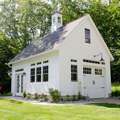 Connecticut Golf Couse Estate Home - farmhouse - Garage And Shed - New York - Uccello Development, LLC Garage Guest House, Carriage House Garage, Home Design, Design Ideas, Interior Design, Plan Garage, Garage Ideas, Diy Garage, Garage Storage