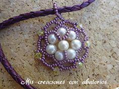 Crea este bonito colgante paso a paso utilizando perlas y swarovski
