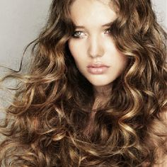 7 Tips for Perfect Curls without Heat (pinned for the picture--found it in a long hair mag) Curly Hair Types, Haircuts For Curly Hair, Permed Hairstyles, Short Curly Hair, Cool Hairstyles, Layered Hairstyles, Hairstyle Ideas, Curly Perm, Hair Ideas