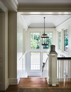 A very New England style with plain whit walls and wooden floors - #New #England #Style