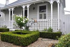 The New Zealand Villa - Laura Thomas Linens Exterior Color Schemes, Exterior Paint Colors, Exterior House Colors, Exterior Design, Interior And Exterior, Paint Colours, Cottage Exterior, House Paint Exterior, Weatherboard Exterior
