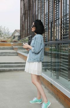 Streetstyle: Lace dress with denim chambray jacket and sneakers