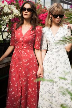 Regarding small white dresses, their efficiencies to showcase our silhouettes golden by the sun, is no longer to prove. But what about the red dress? Modest Dresses, Simple Dresses, Cute Dresses, Vintage Dresses, Beautiful Dresses, Casual Dresses, Summer Dresses, Pretty Dresses For Women, Stylish Dresses