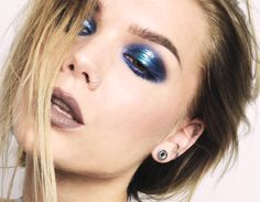 Glossy, metallic blue eye shadow - Linda Hallberg