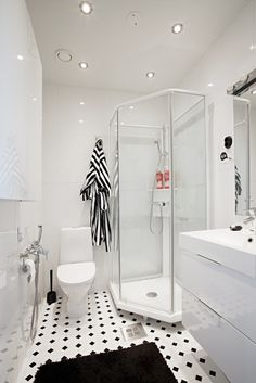 Via Aniliini | Black and White Bathroom