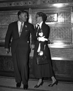Clark Gable says goodbye to Slim Keith in New York, July 1948.