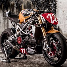 """@ducatistagram Awesome custom Ducati Streetfighter #ducati #iducati #cyclelaw #streetfighter #carswithoutlimits #bikeporn #bikelife"""
