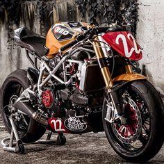 """""""@ducatistagram Awesome custom Ducati Streetfighter #ducati #iducati #cyclelaw #streetfighter #carswithoutlimits #bikeporn #bikelife"""""""