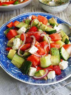 Salat med agurk, vannmelon, feta og avokado.
