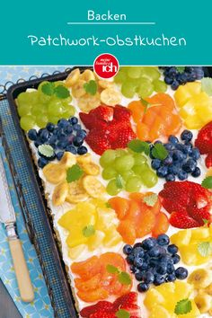 Patchwork-Obstkuchen The fruity patchwork fruit cake consists of a healthy zucchini batter (don't worry, you can't taste the zucchini) and a quark cream. Baking Recipes, Cake Recipes, Dessert Recipes, Healthy Fruits, Healthy Zucchini, Healthy Cake, Trifle Desserts, Pumpkin Dessert, Cakes And More