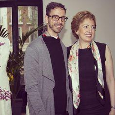 La embajadora de México en España @robertalajous y @macariojimenez celebrando el #20aniversarioMJ en @gancedo_tapicerias #MéxicoEstáDeModa