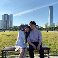 Image may contain: one or more people, people sitting, sky, tree, skyscraper and outdoor Korean Actresses, Korean Actors, Actors & Actresses, Korean Couple, Best Couple, Jin Goo, Korean Drama Movies, Kdrama Actors, Feeling Sad