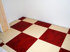 Rutigt golv har vi i hall och kök. Linoleumplattor från Forbo, Marmoleum Click i rött (Bleeckerstreet) och vitt/beige (Barbados) Barbados, Flooring, The Originals, Touch, Beige, Inspiration, Home Decor, Biblical Inspiration, Decoration Home