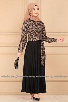 Muslim Fashion, Hijab Fashion, Indian Fashion, Fashion Dresses, Blouse And Skirt, Dress Skirt, Dress Up, Hijab Wear, Hijab Dress