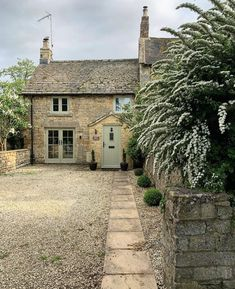 Romantic one bedroom holiday destination . English Cottage Exterior, English Country Cottages, English Farmhouse, Country Cottage Interiors, Cottage Style, Cottage Windows, Stone Houses, Stone Cottages, English House