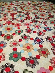 Yellow ctr, white, green in two rings (lt. blue & red in-between). Vintage Grandmother's Flower Garden Quilt Top by lula Quilts Vintage, Old Quilts, Antique Quilts, Amish Quilts, Vintage Sewing, Hexagon Patchwork, Hexagon Quilting, Design Creation, Flower Quilts