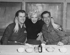 Marilyn Monroe posing with soldiers