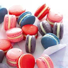 Bake melt-in-the-mouth macarons Just Desserts, Delicious Desserts, Yummy Food, Tasty, Cupcake Cookies, Cupcakes, Yummy Treats, Sweet Treats, Cookie Recipes