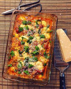 GNOCCHIGRATÄNG - Släng dig i vego Great Recipes, Vegan Recipes, Vegan Food, Food N, Food And Drink, Date Dinner, Lasagna, Yummy Food, Mozzarella