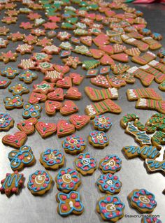 Turta dulce in 6 feluri (cu sau fara miere) - cum se decoreaza turtele dulci? | Savori Urbane Sugar, Urban, Cookies, Desserts, Mai, Food, Kitchen, Sweets, Crack Crackers