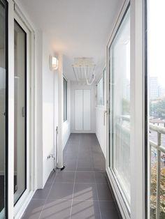집안 바닥에 전부 헤링본을 깐 영등포 24평 아파트 - 1등 인터넷뉴스 조선닷컴 - 땅집고 > 인테리어 Interior Balcony, Apartment Interior, House Layout Plans, House Layouts, Korean Apartment, Modern Interior, Interior Design, Paint Colors For Living Room, Laundry Room Design