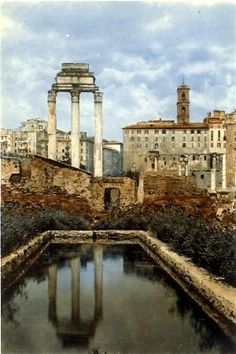 The Temple of Castor and Pollux in Roma.