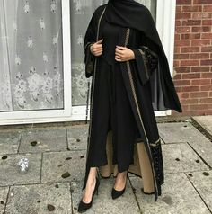 A stunning customer picture of a lovely sister in the Marya Velvet Abaya, love how she's styled it!