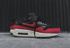 separation shoes b211a a4aa9 Nike Air Max 1 Bred Red Black Suede Sneaker Womens 7.5 Shoes (599820-018)