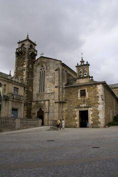 Iglesia de San Pedro y Capilla de la Soledad