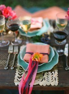 Os guardanapos são mais que um item de utilidade em uma mesa de refeições, eles ajudam a compor a decoração.