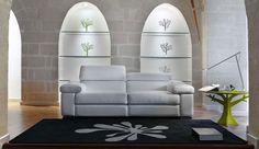 REBBIO - Stijlvolle witte salon met beweegbare hoofdsteunen en voetsteun voor een sterk zitcomfort   Meubelen Crack